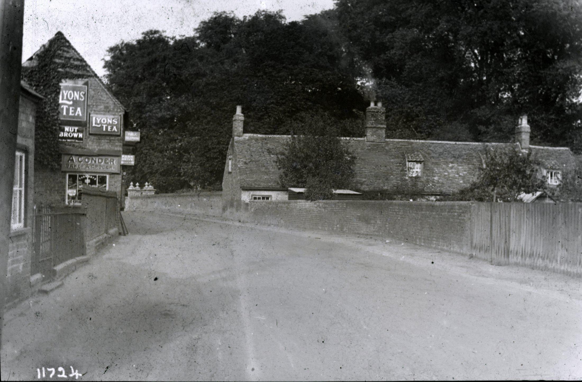 Edgeways Cottage & Condor Store